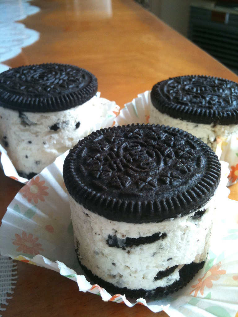 Mini Oreo Cheesecakes (no-bake) - Dessert Tales